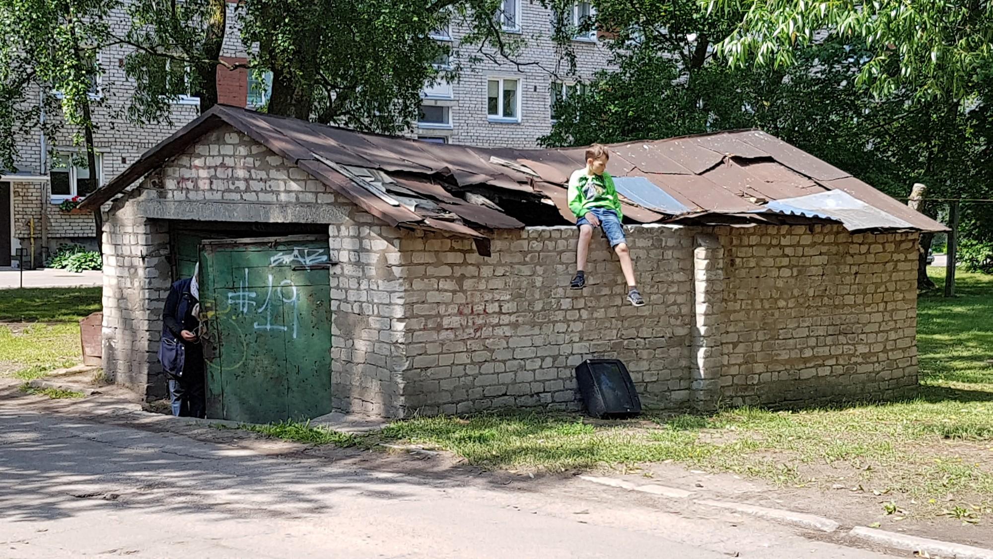 Bīstamā būve Šķēdes ielā ir nelikumīga