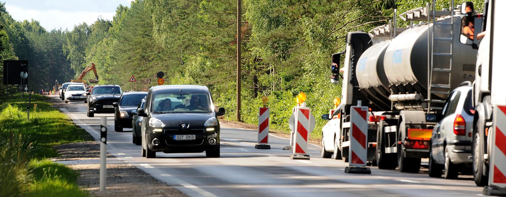 Turpinās autoceļa A11 rekonstrukcija