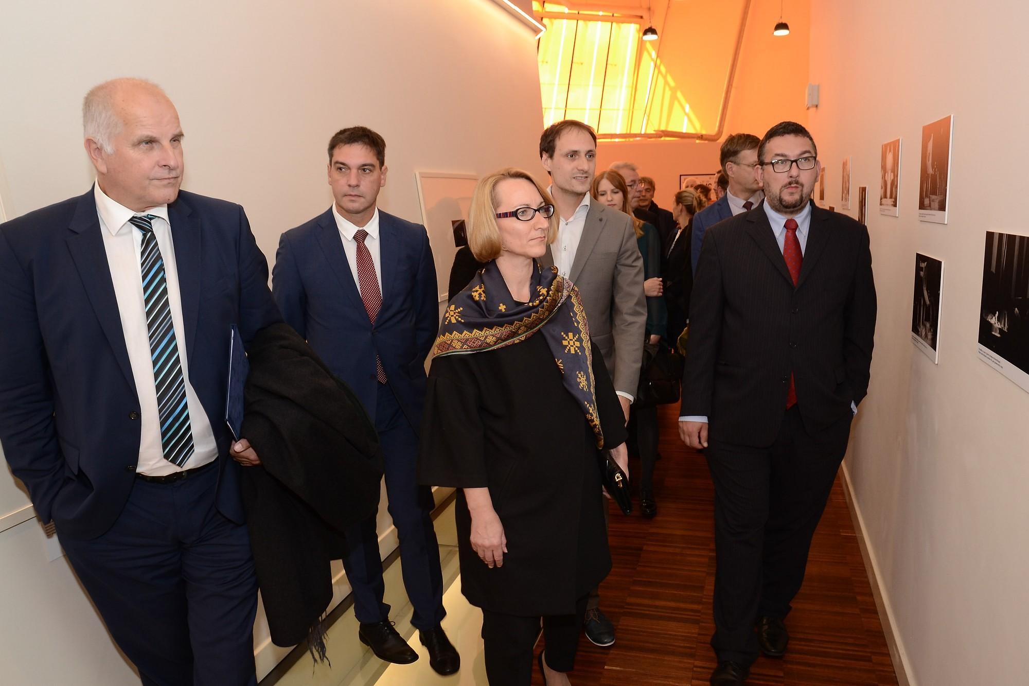 Ar plašu Čehijas delegāciju atklāj izstādi