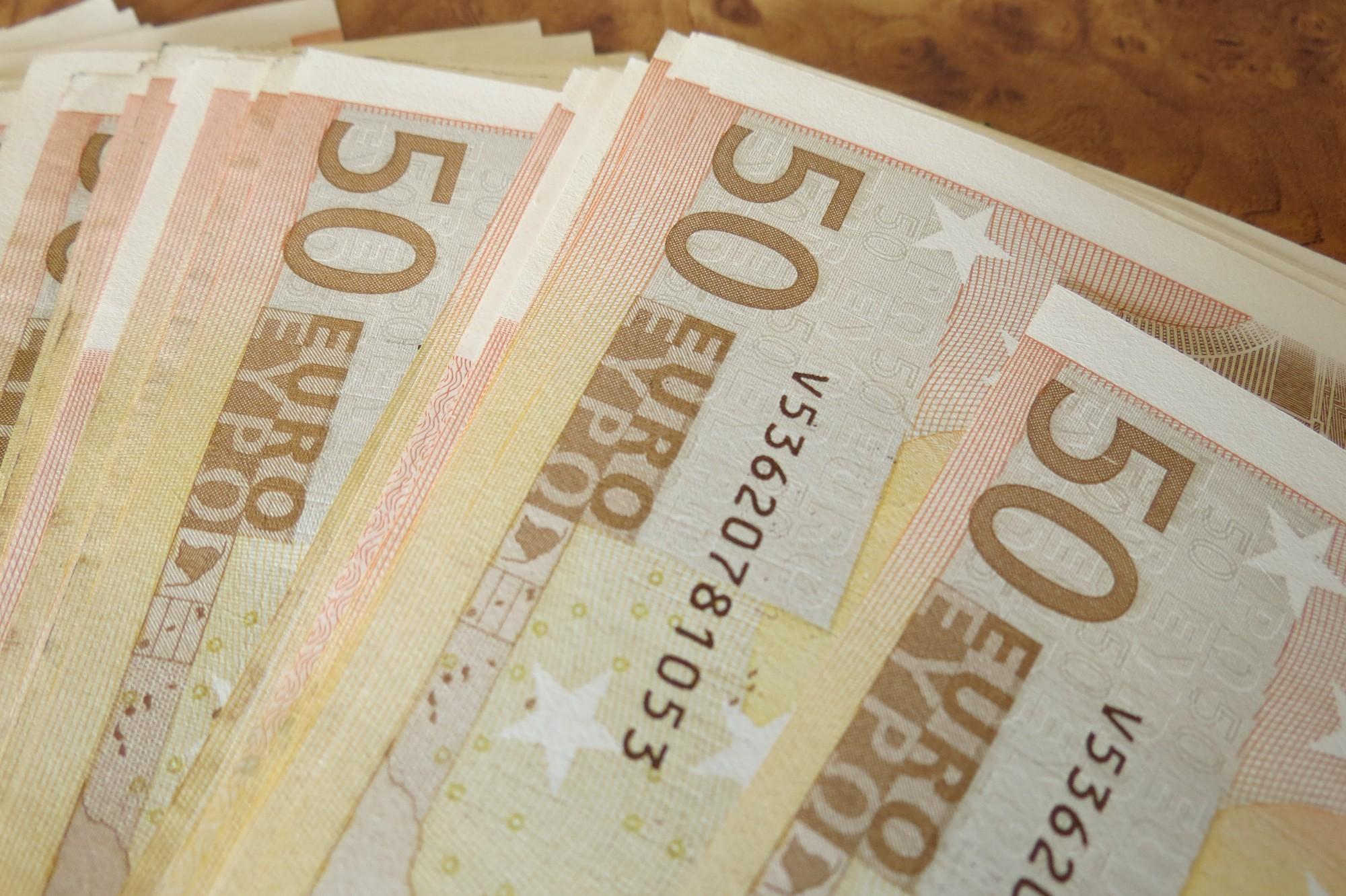 Aizdod naudu, pretī prasot dokumentus