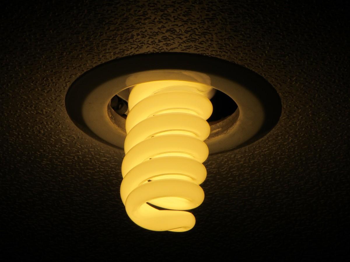 Lielie uzņēmumi ar augstu elektrības patēriņu grūtas izvēles priekšā