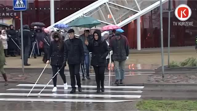 Ar gājienu Liepājā atzīmē Starptautisko neredzīgo dienu