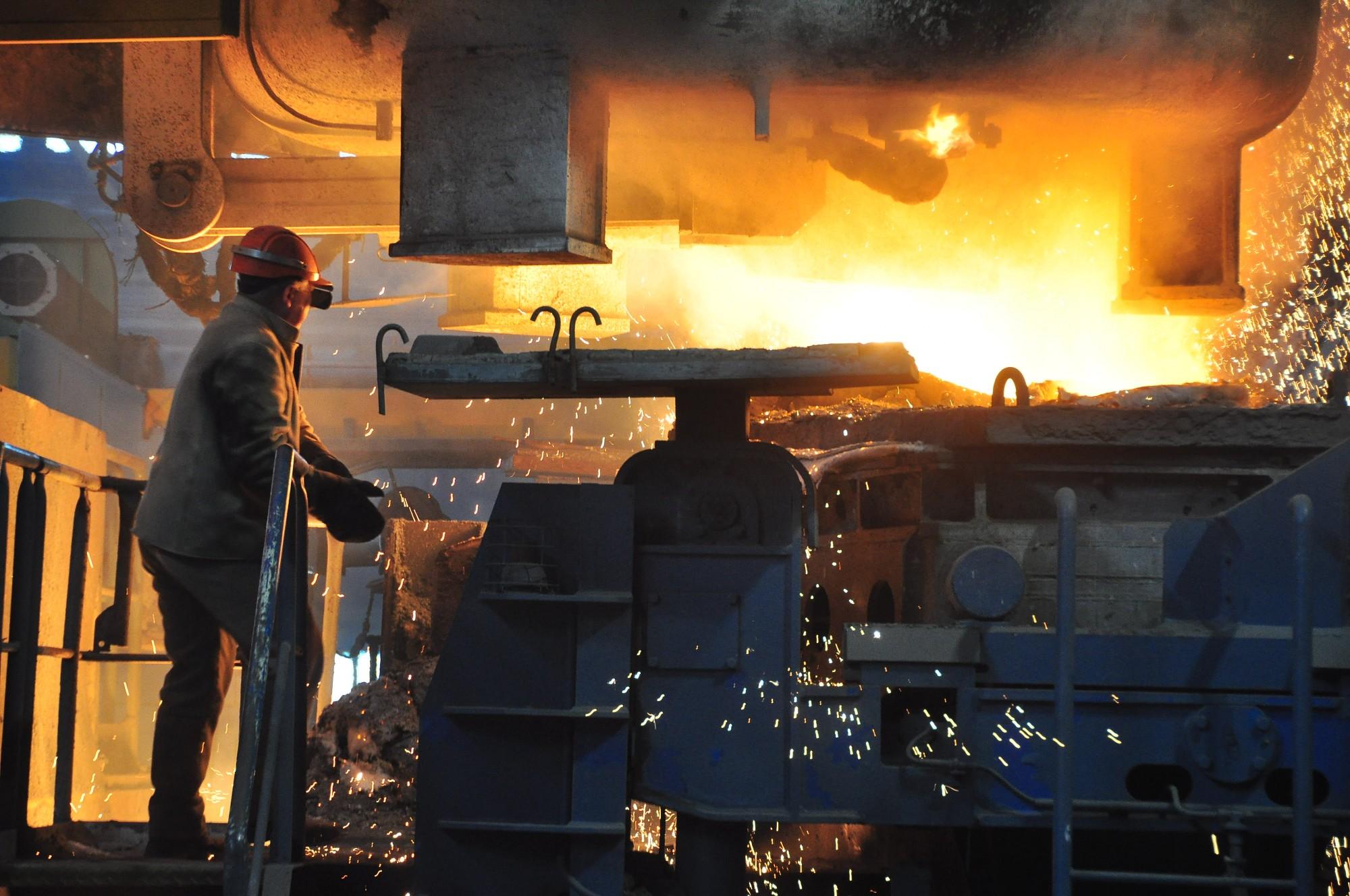 No darba atbrīvoti 20 metalurgi