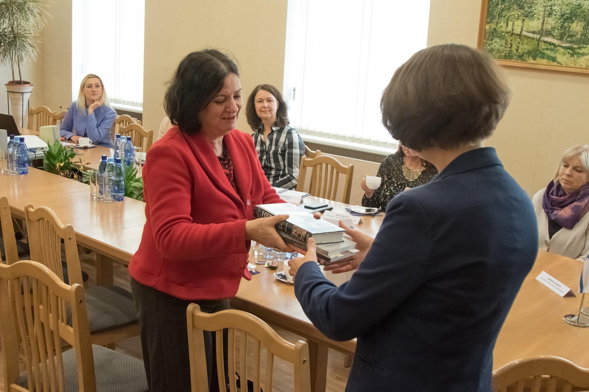 Izraēlas vēstniece Latvijā universitātē