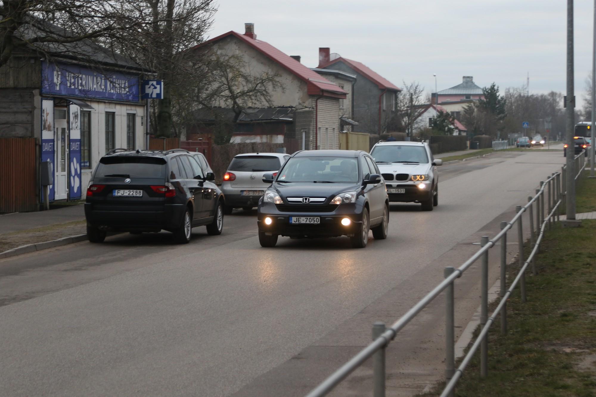 Satiksme Ventspils ielā – eksāmens braucējiem