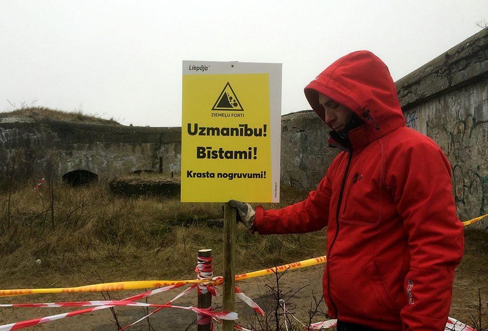 Fortos uzstādītas brīdinājuma zīmes