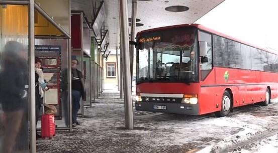 Invalīdi sūdzas par neērtu biļešu iegādi Liepājas sabiedriskajā transportā