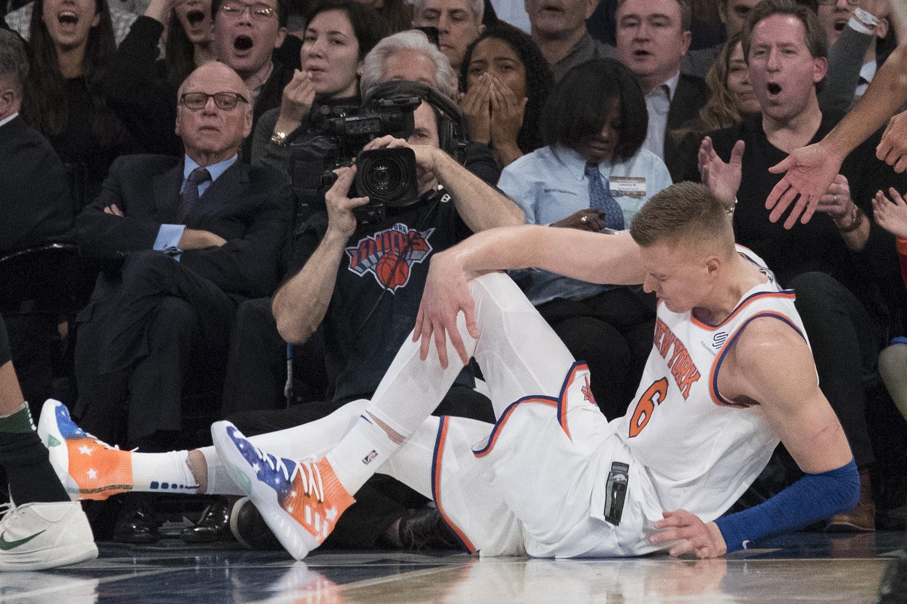 Porziņģis guvis ceļa savainojumu, kas viņu no basketbola atturēs daudzus mēnešus