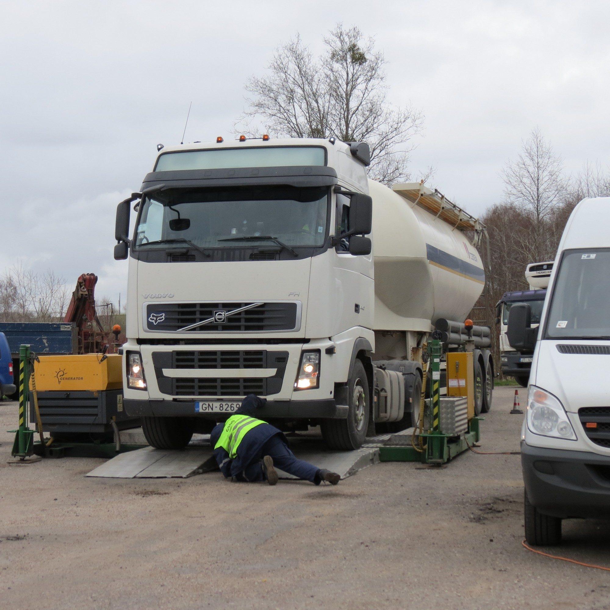 Ceturtdaļa pārbaudīto kravas auto – bīstami satiksmei