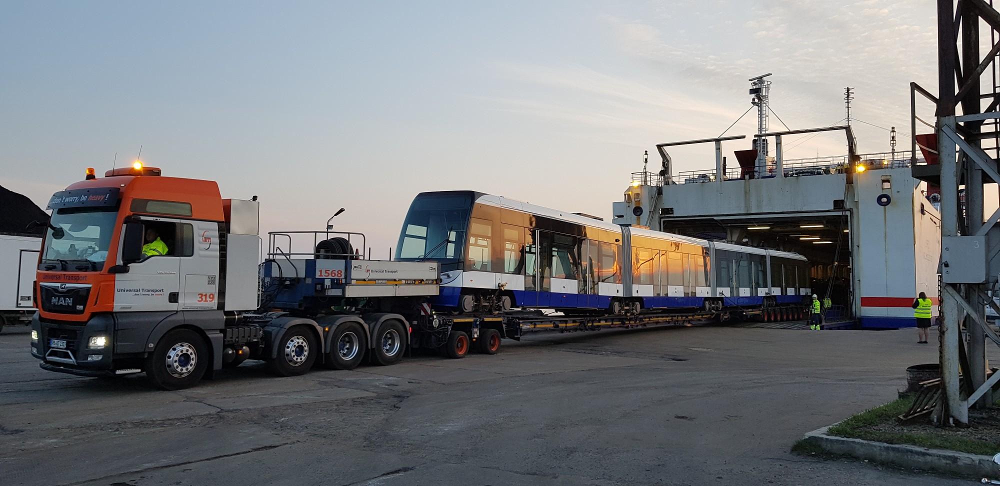 Rīgas tramvajs iebrauc Liepājā