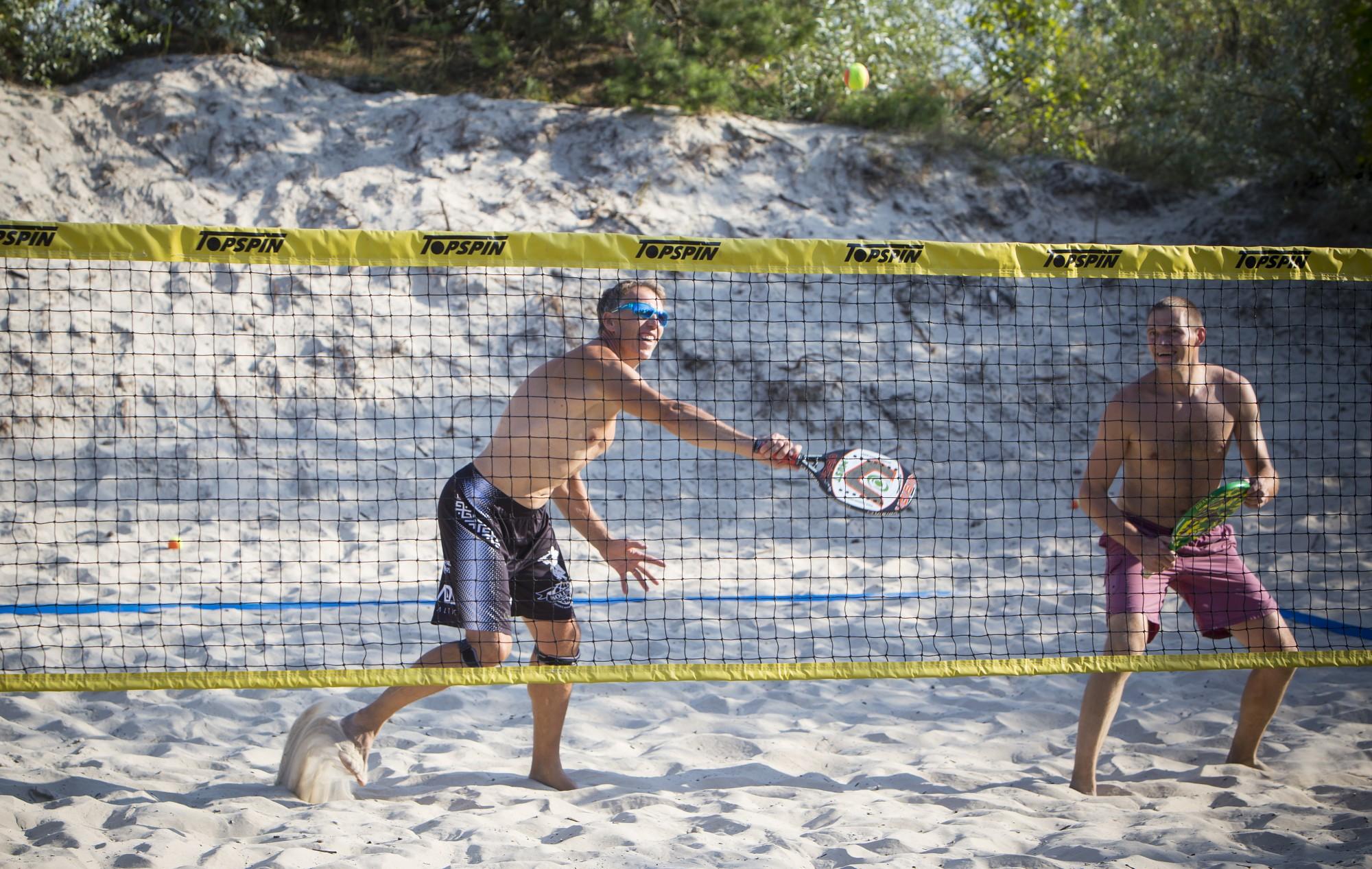 Aizvada pludmales tenisa trešo posmu