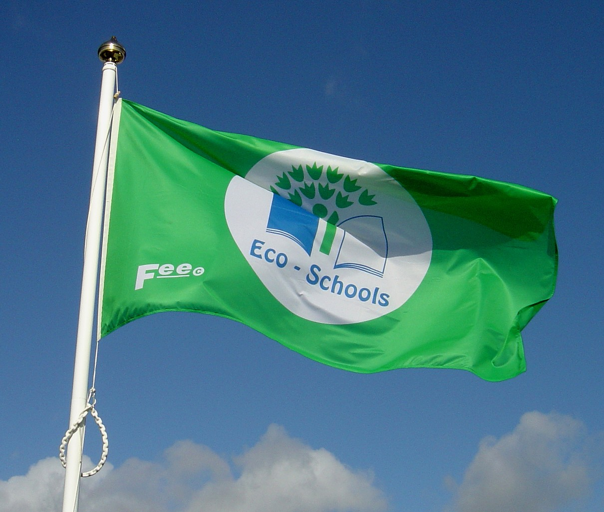 Liepājā Ekoskolu karogi plīvos pie piecām izglītības iestādēm