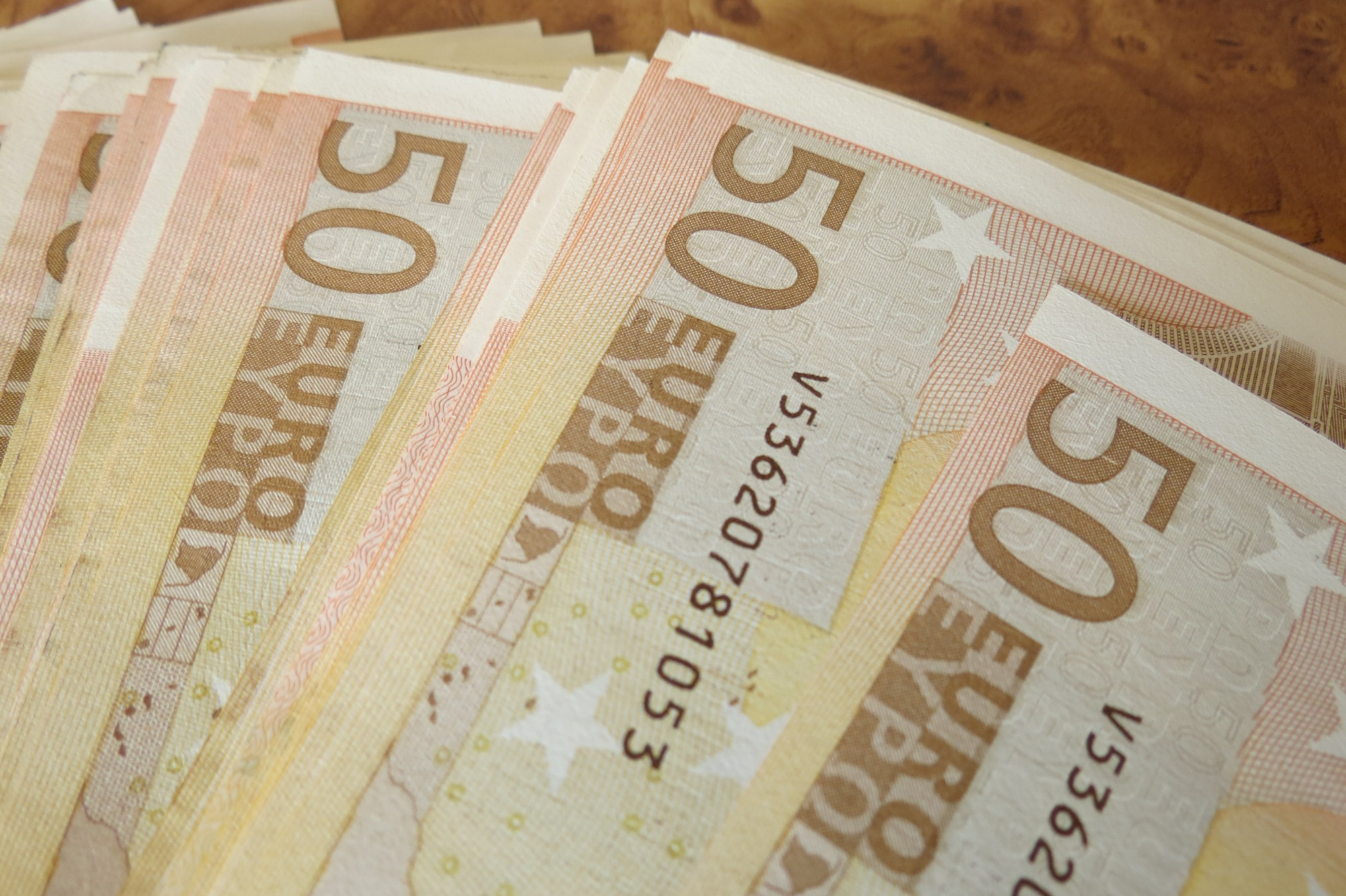 Saņems simts eiro Latvijas simtgadē