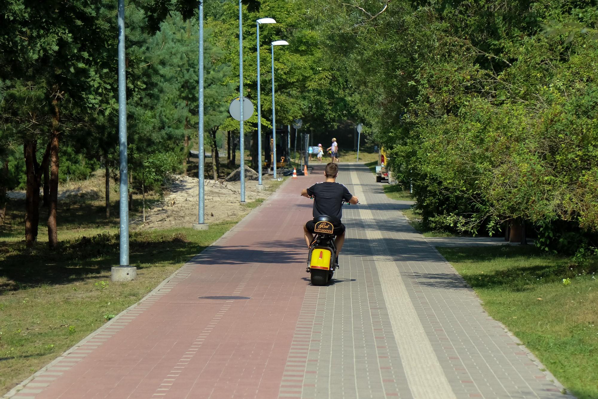 No parka izraidīti, elektrokreiseri plosās ielās