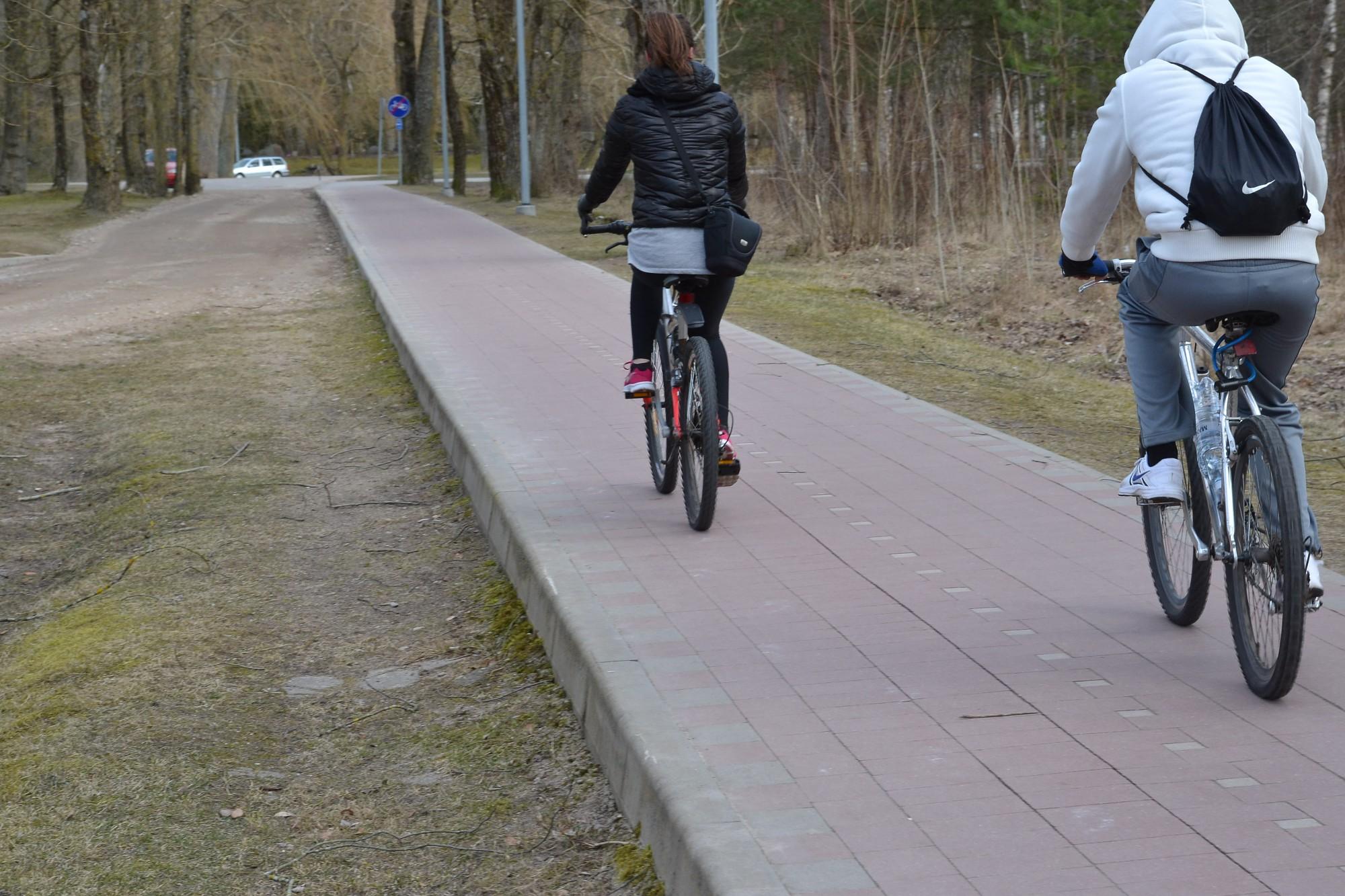 Aicina braukt ar velosipēdu arī ziemā
