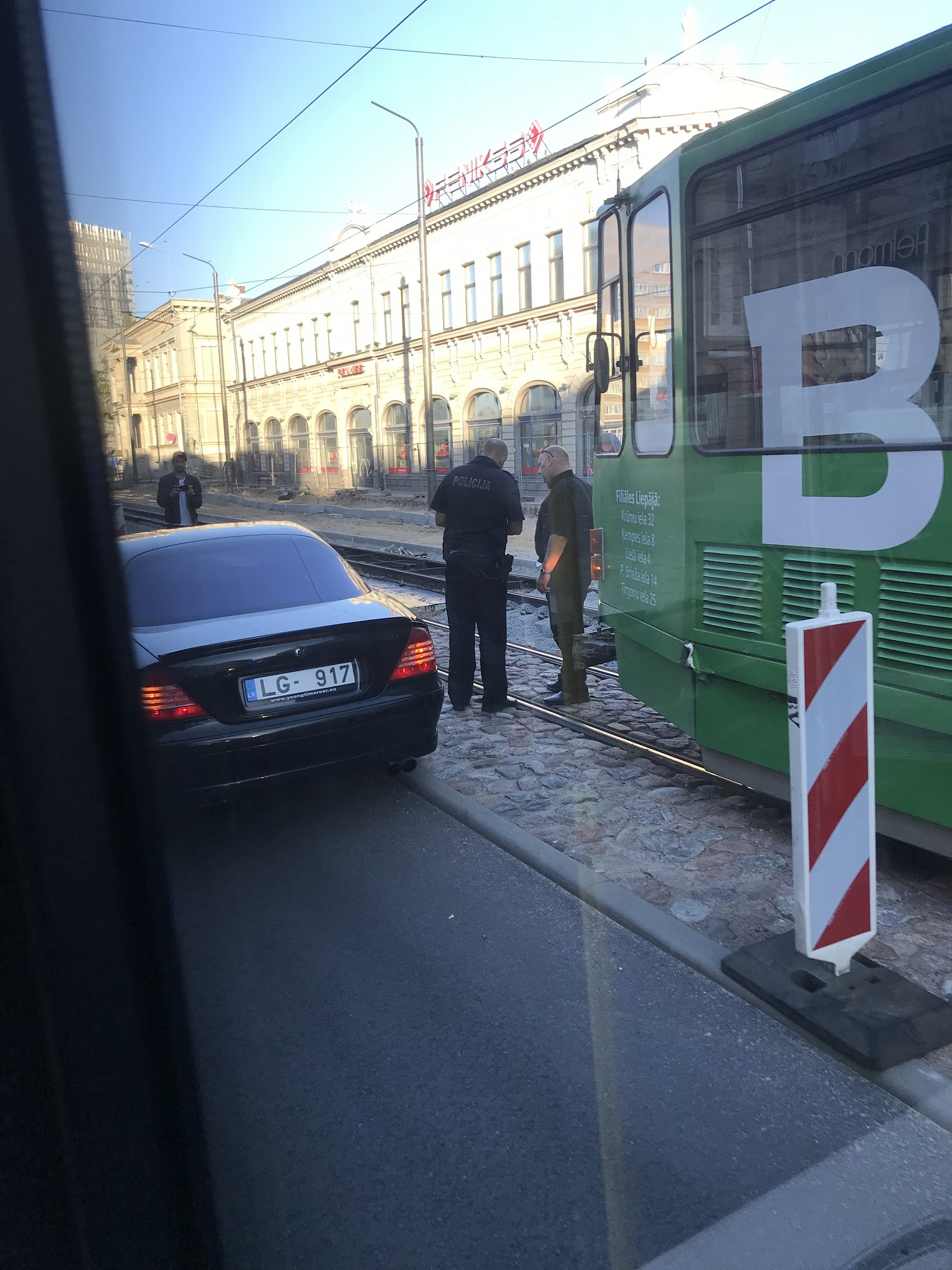 Papildināts – Lielā ielā nedod ceļu tramvajam
