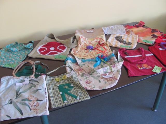 Nīcas bērni dāvina auduma maisiņus