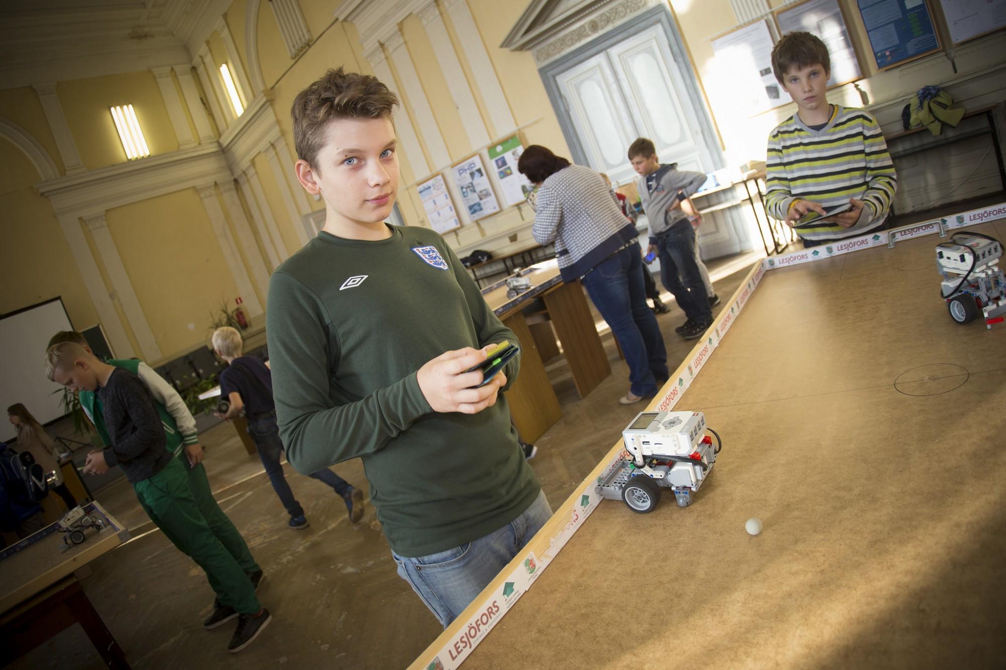 Skolēniem piedāvā nodarbības programmēšanā un robotikā