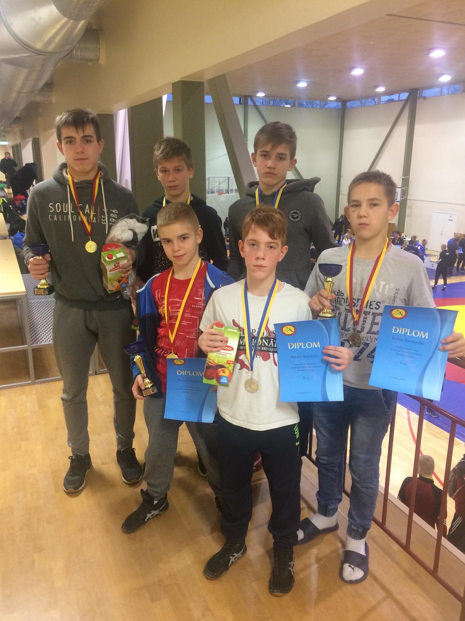 Cīkstoņi no Igaunijas atgriežas ar medaļām