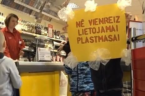 Aizliegs izsniegt bezmaksas plastmasas maisiņus
