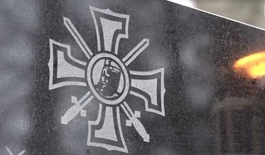 Durbes novadā atklāja akmens stēlas Lāčpleša Kara ordeņa kavalieriem