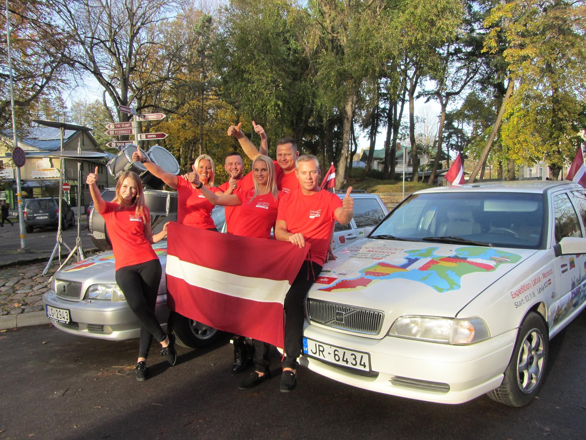Par godu Latvijas simtgadei ar auto dodas ekspedīcijā uz Āfriku