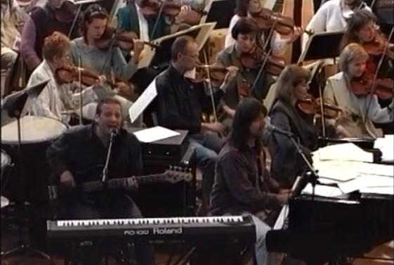 Tā tolaik dzīvojām: Liepājas simfoniskā orķestra sadarbība ar pianistu R. Velsu