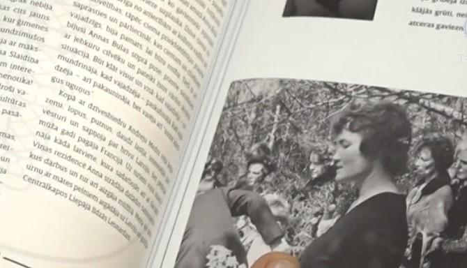 """Garāžā atver grāmatu """"100 stāsti par Grobiņas novadu"""""""
