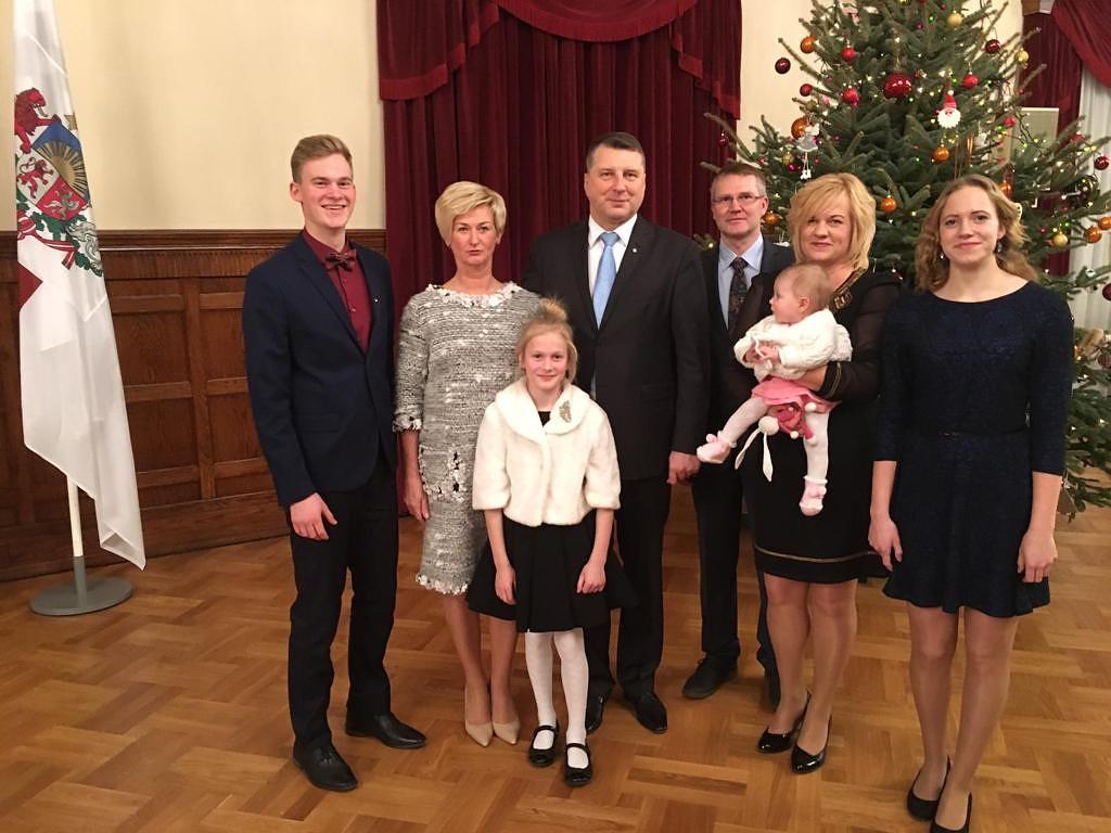 Piedalās kuplo ģimeņu pasākumā ar Valsts prezidentu