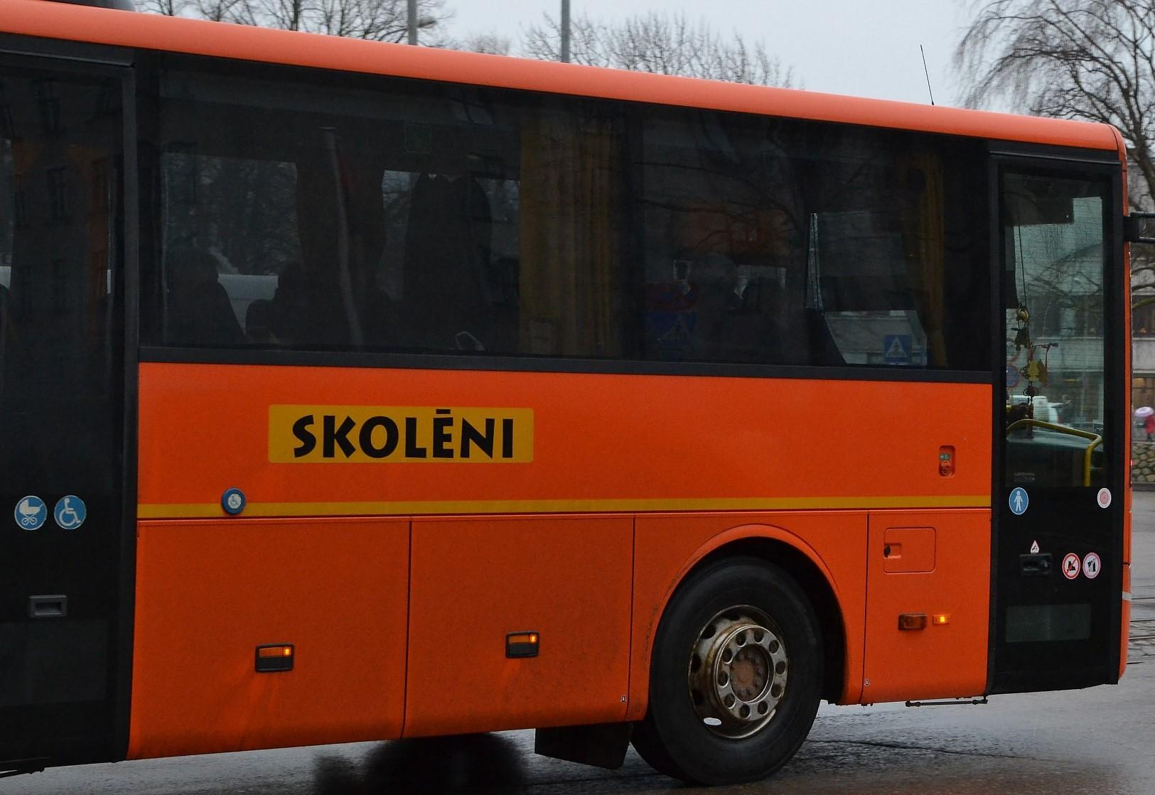 Valsts kontrole konstatē vairākus pārkāpumus saistībā ar skolēnu pārvadājumiem
