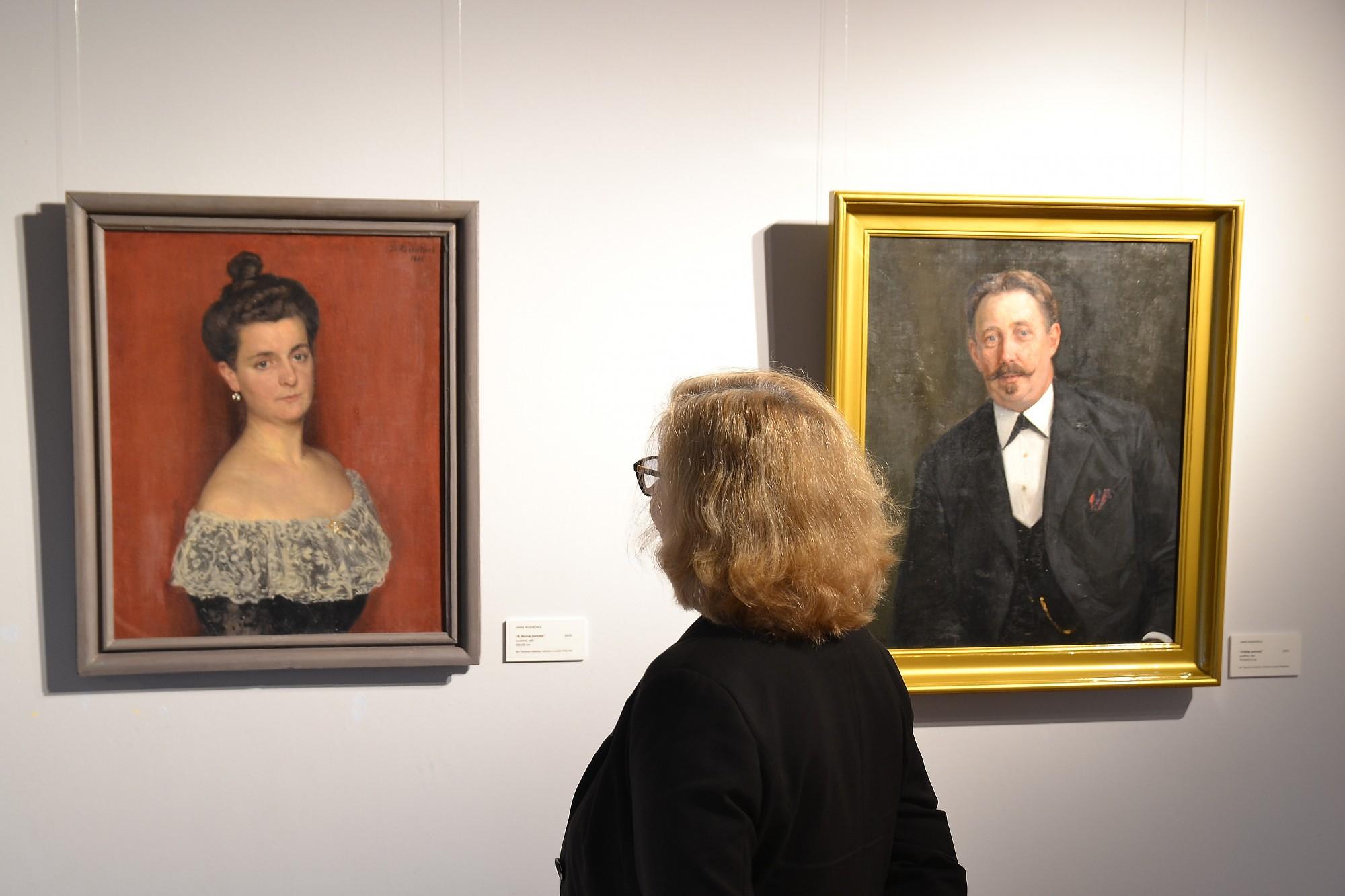 Izstādē apskatāms aiz dēļu sienas atrasts Jaņa Rozentāla pašportrets