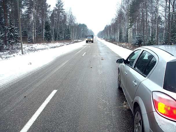 Sniegs un apledojums braukšanu visvairāk apgrūtina Kurzemē un Latgalē