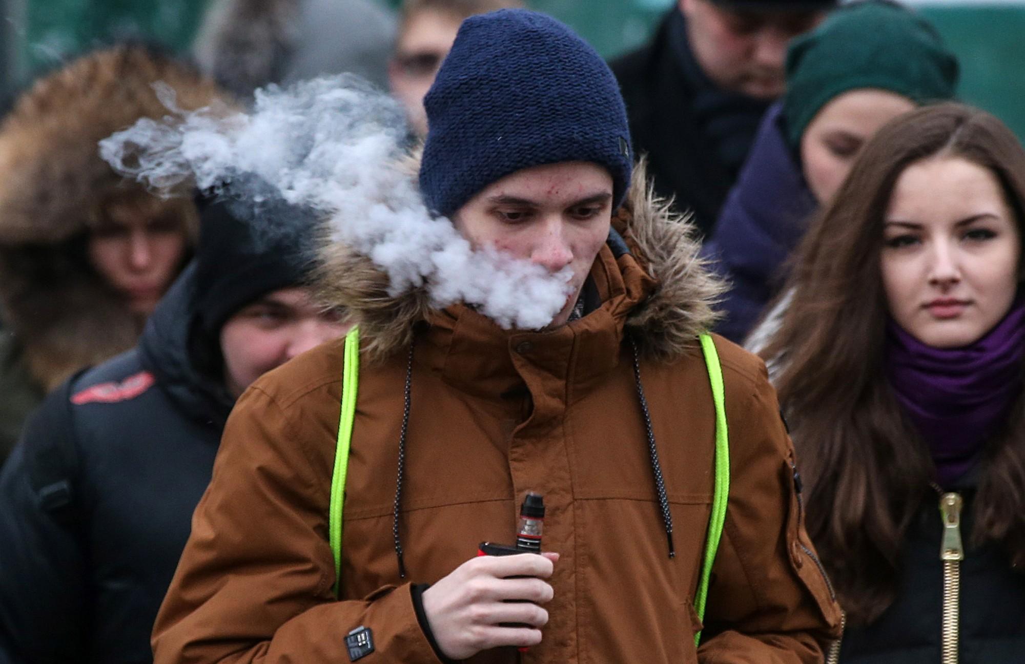 Puikas pīpē elektroniskās cigaretes