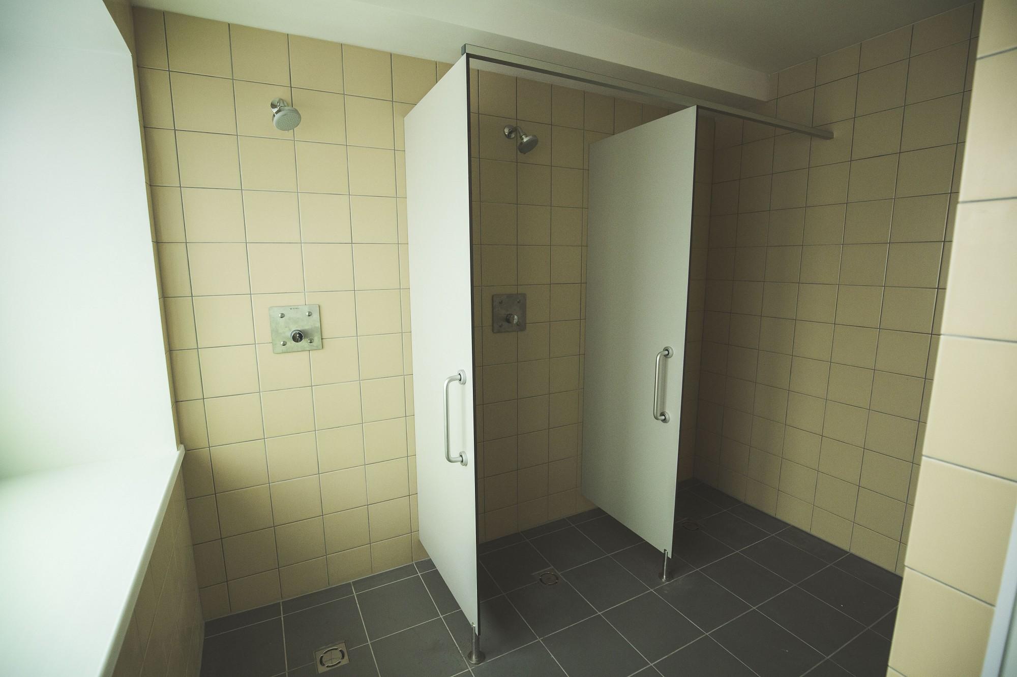 Jaunās dušas vēl jāregulē