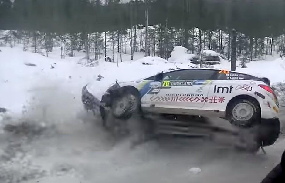 Seska/Caunes ekipāža avarē Zviedrijas rallijā
