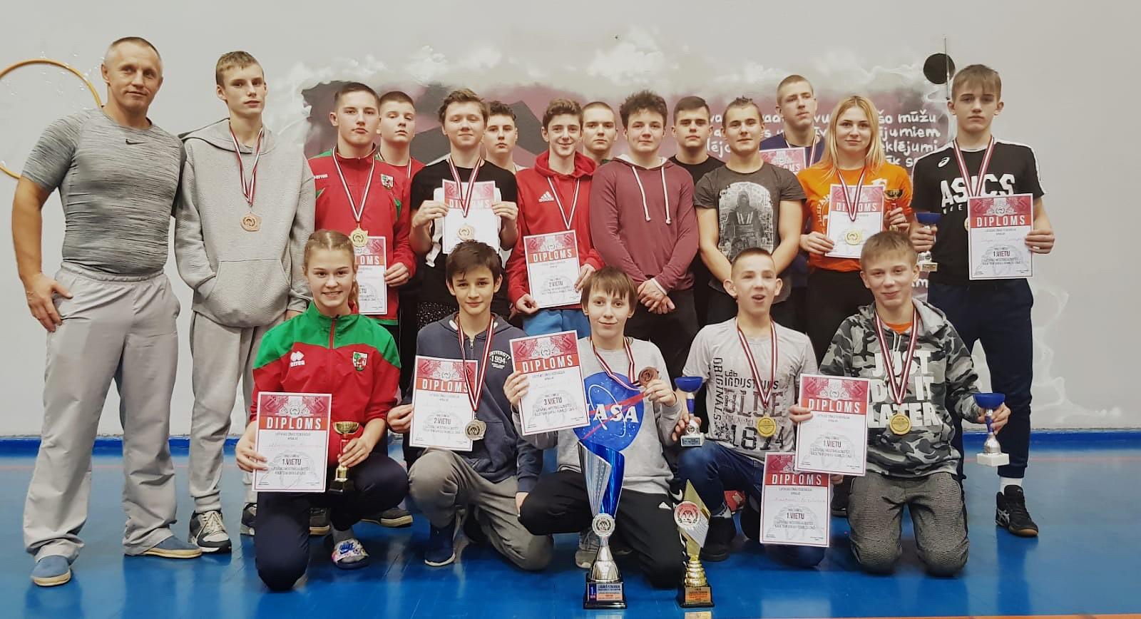 Cīkstoņu komandai zelts Latvijas meistarsacīkstēs