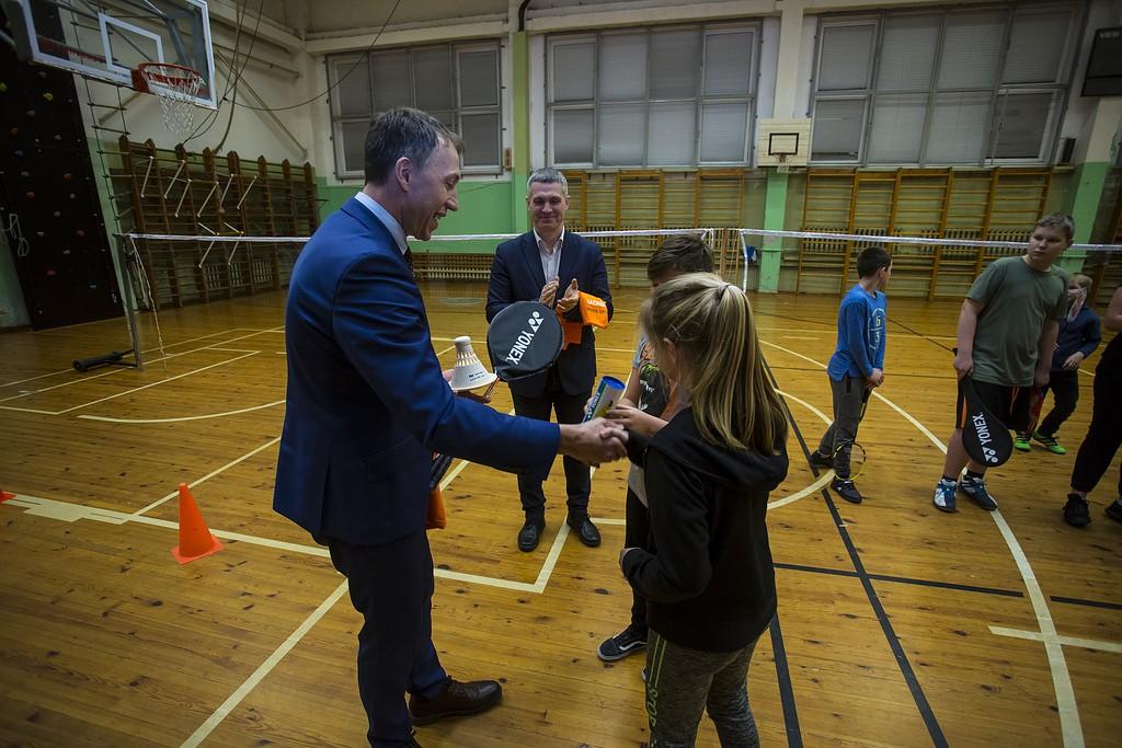 """Domes vadībai svinīgi pasniedz badmintona """"Gada balvu"""""""