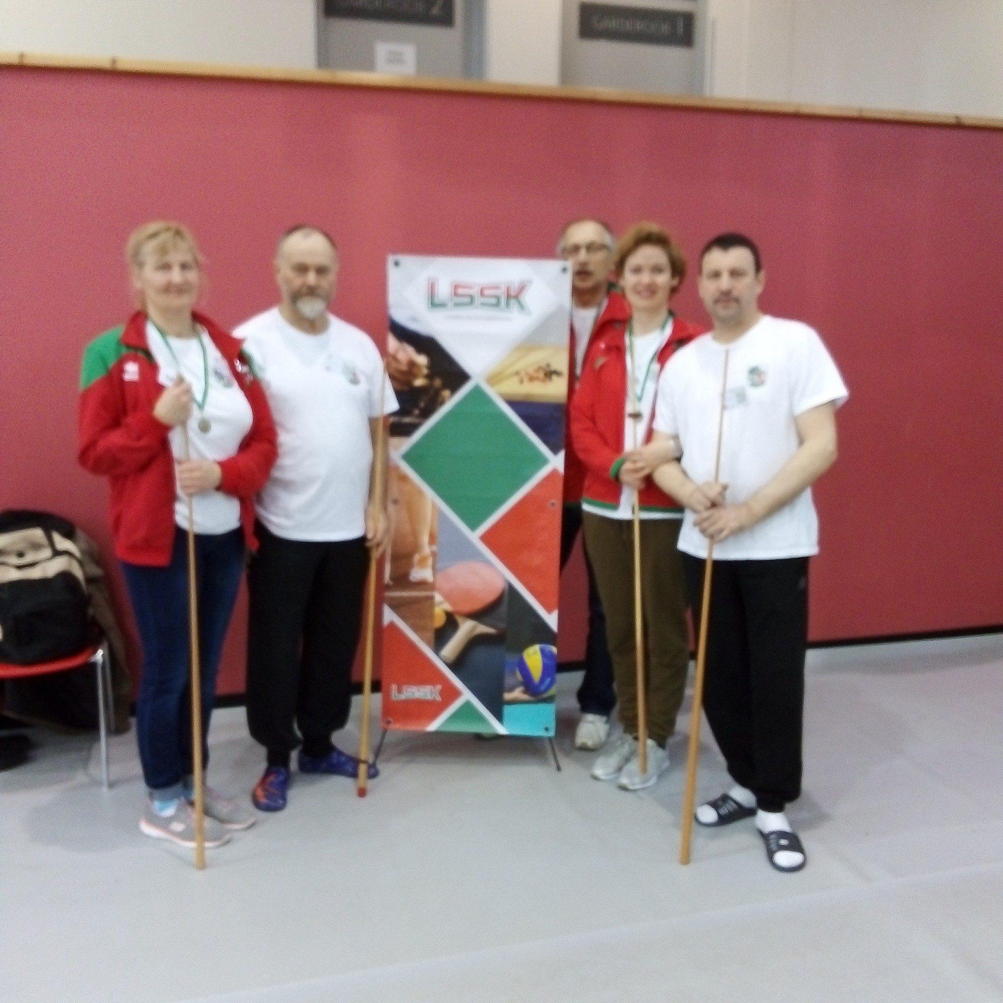 Seniori piedalās starptautiskā novusa turnīrā