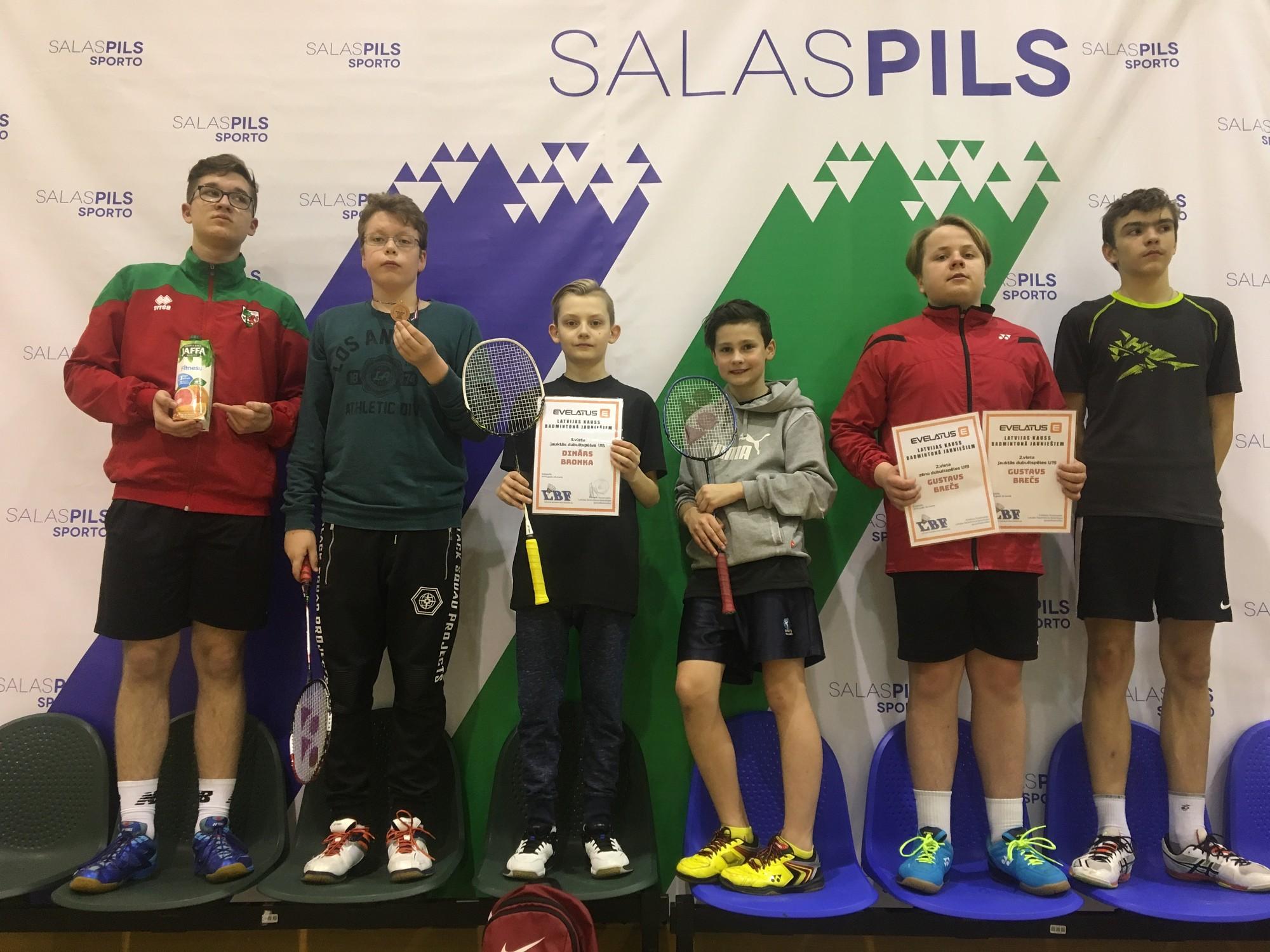 Badmintonistiem medaļas Latvijas kausā