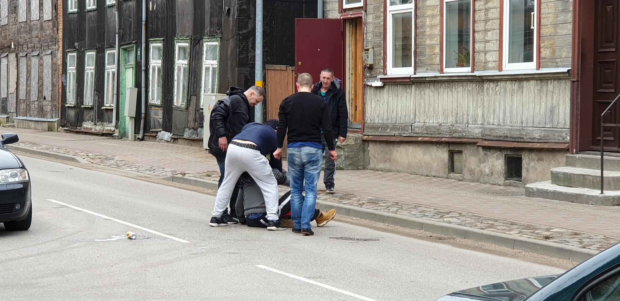 Uz ielas notiek brutāla izrēķināšanās