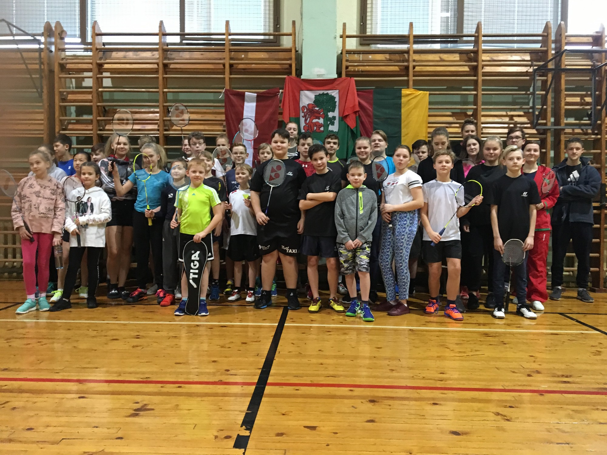 Veiksmīgi aizvada badmintona turnīru