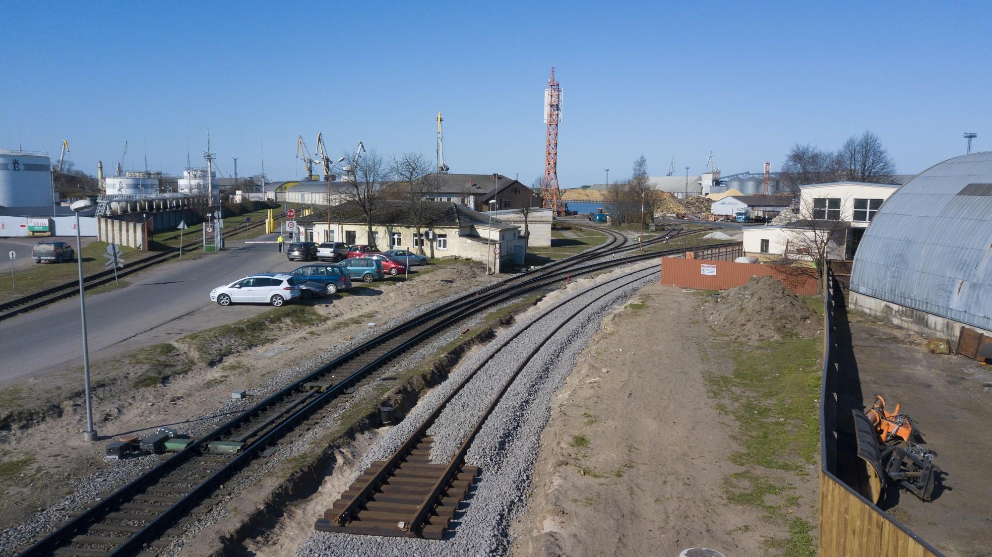 Sāks dzelzceļa sliežu posma izbūvi pāri Oskara Kalpaka ielai