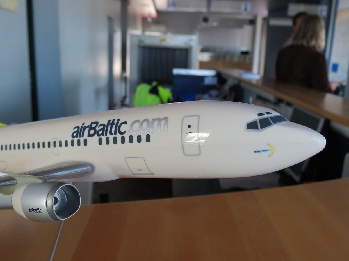 "Naktīs lido ""airBaltic"""