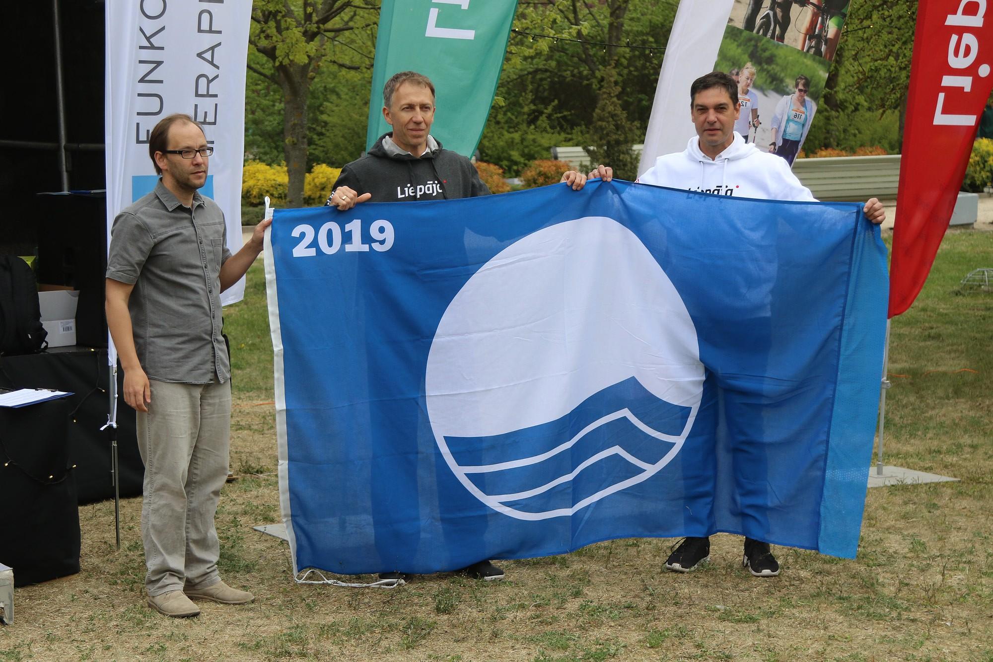 Liepājas peldvietas saņem Zilo karogu