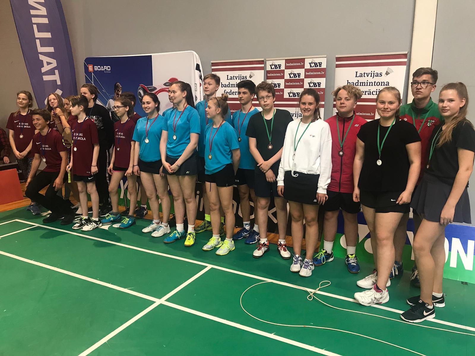 Skolu komandu čempionātā badmintonā liepājnieki izcīna bronzu