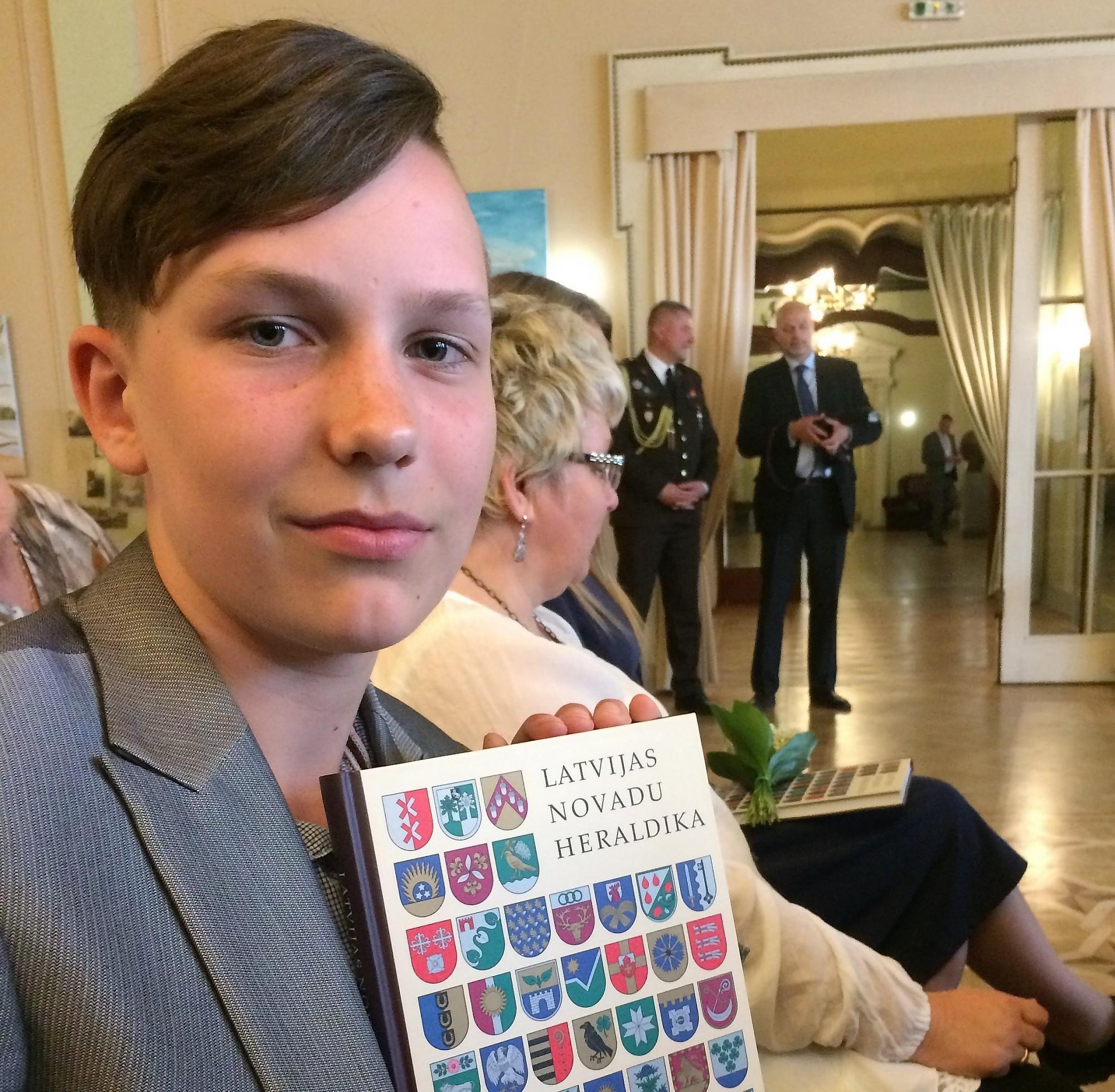 Izcīna pirmo vietu skolēnu radošo un pētniecisko darbu konkursā
