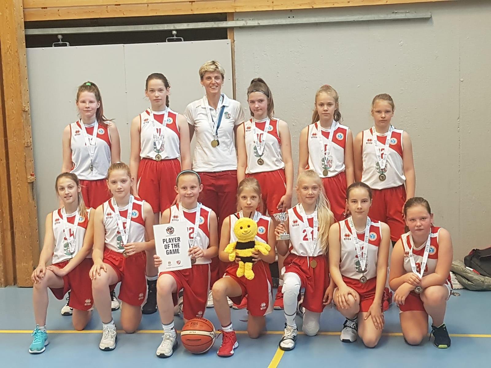 Basketbolistes atved bronzu no turnīra Stokholmā