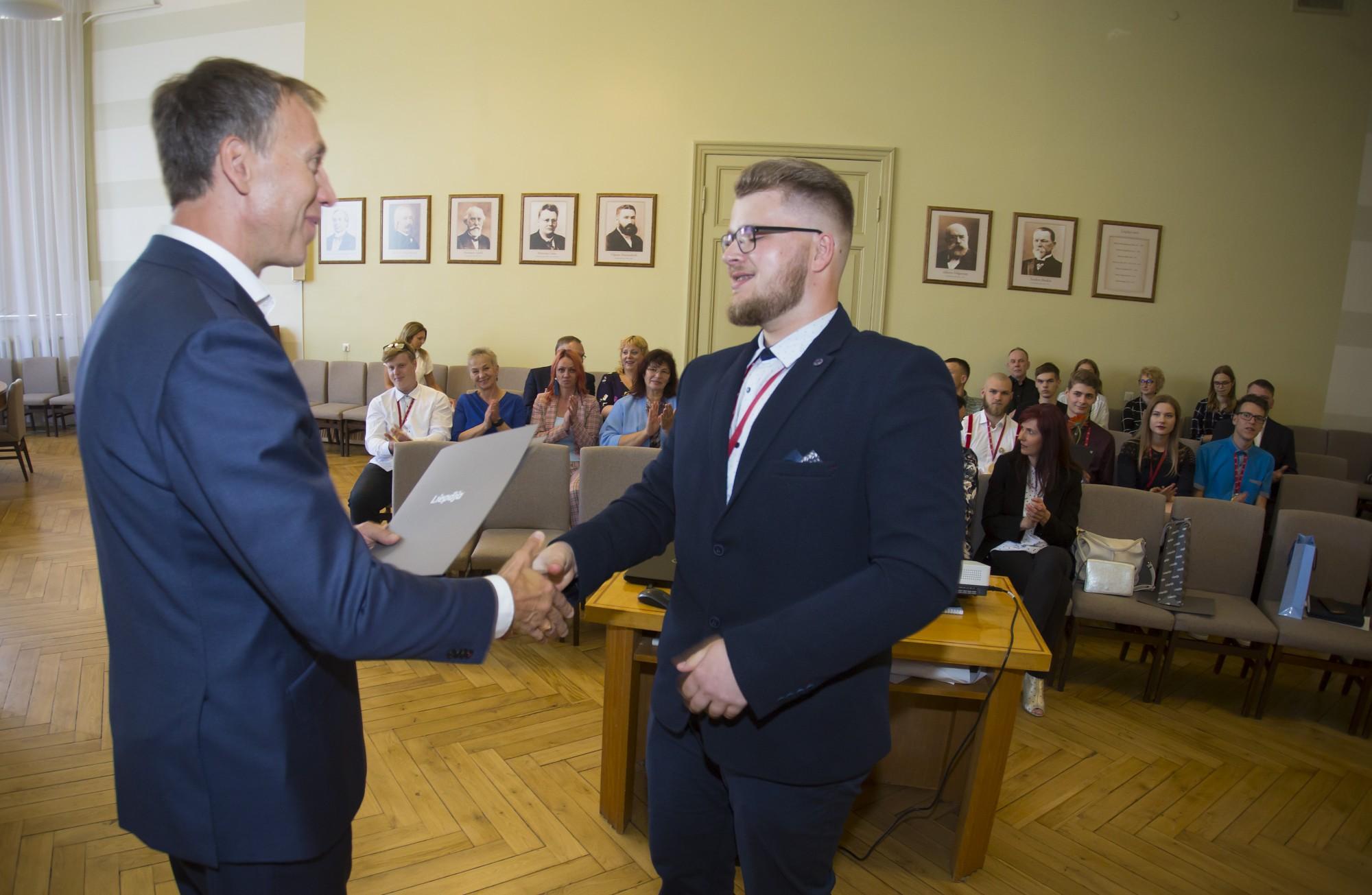 """Jānis Vilnītis sveic konkursa """"SkillsLatvia 2019"""" godalgotos dalībniekus"""