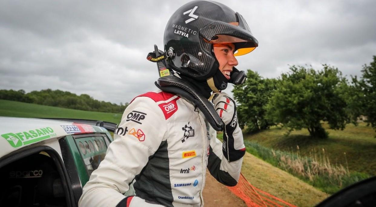 Seska ekipāža junioru WRC klasē sestajā vietā pēc Sardīnijas rallija pirmās dienas