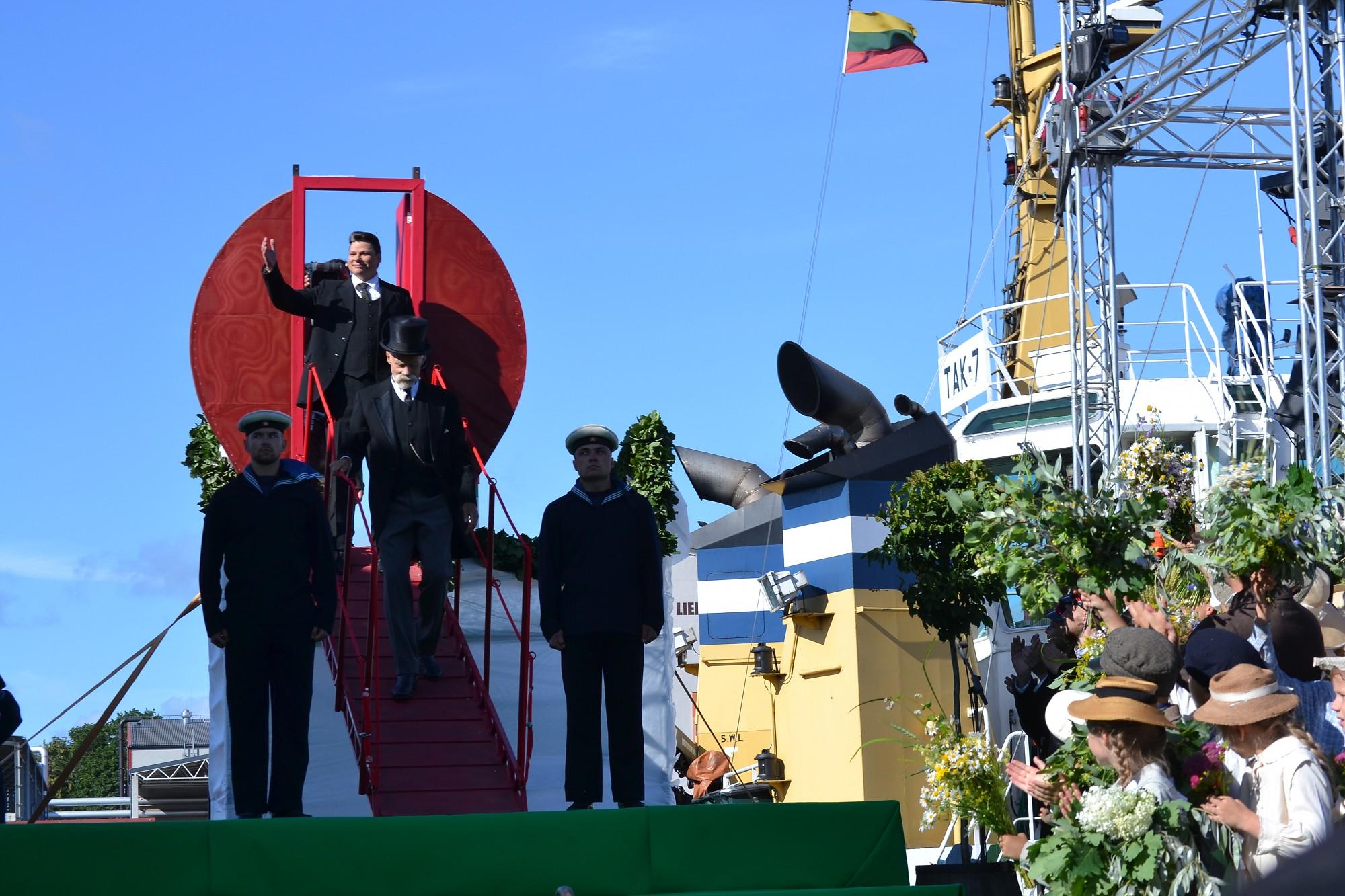 """""""Saratov"""" rekonstrukcijā satiekas mūsdienu un 100 gadus iepriekš esošās valdības"""